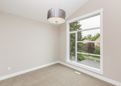 027 - Open2view ID5949 - 124 21 Ave NE